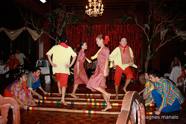 Filipino Folk Dance Tinikling