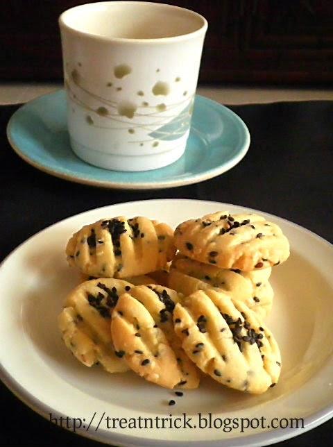 Crunchy Sesame Cookies
