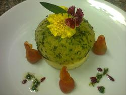 Filé em crosta de ervas frescas com a tradicional batata dalphinoise.
