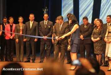 Cash Luna inaugura megatemplo Casa de Dios en Guatemala