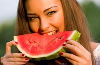 Consumo de frutas e vegetais deixa jovens mais calmos e felizes