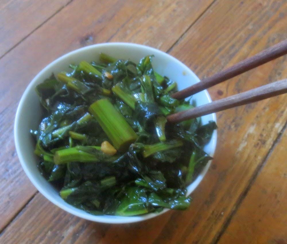Senfgrün, kurz durchgewokt, Senfgemüse, Senfgrün aus dem Wok, Powerfood