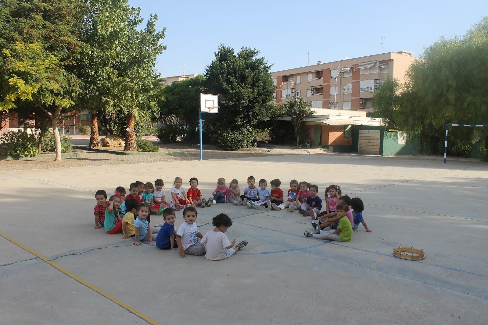 Maestra de infantil visita a las dependencias del colegio for Dependencias de la escuela