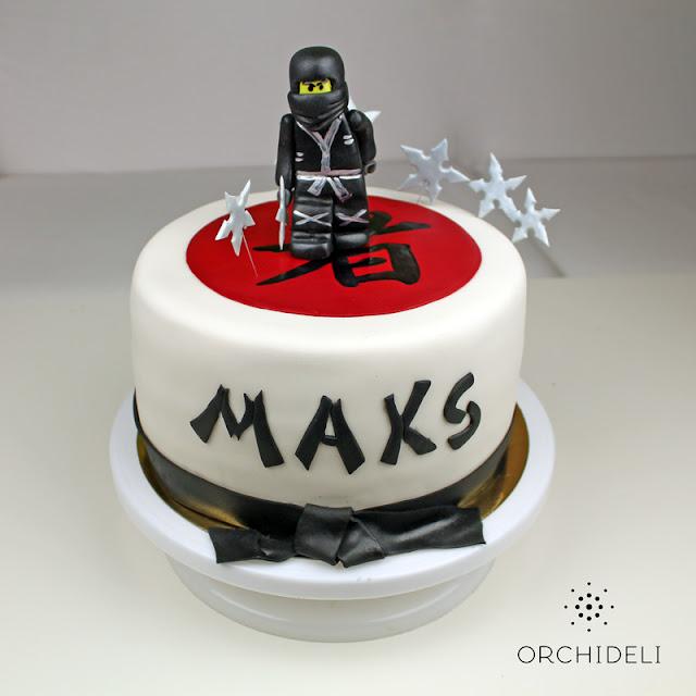 tort z figurką czarnego lego ninjago