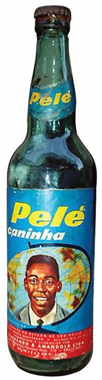 Pelé estampou uma embalagem de cachaça nos anos 50.