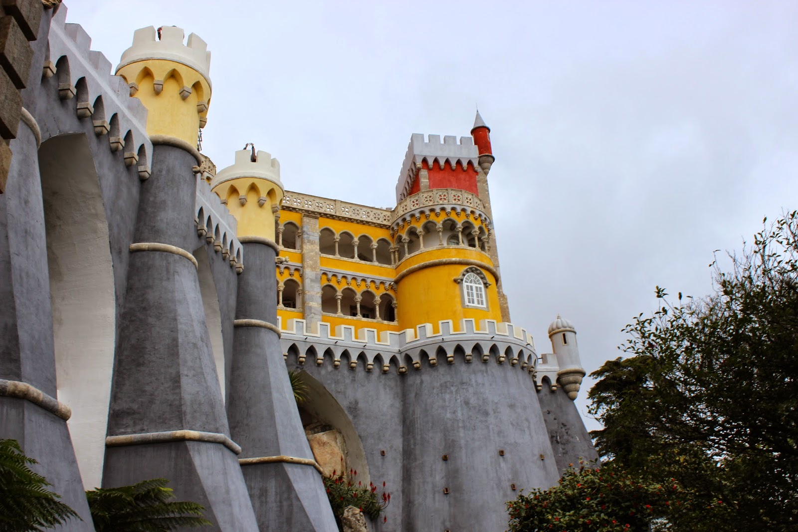 http://www.saucemagnusson.com/2015/03/the-enchanting-pena-palace-in-sintra.html