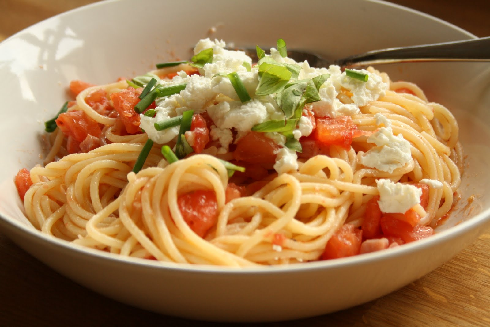 HALF A POT OF CREAM: Spaghetti with 5-minute tomato sauce