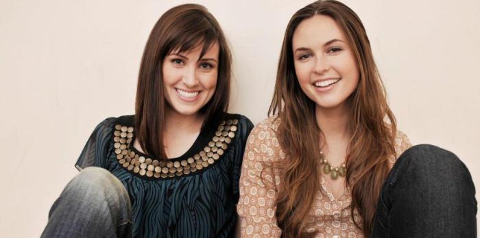 Brittany Hodak y Kim Kaupe, fundadoras de ZinePak,