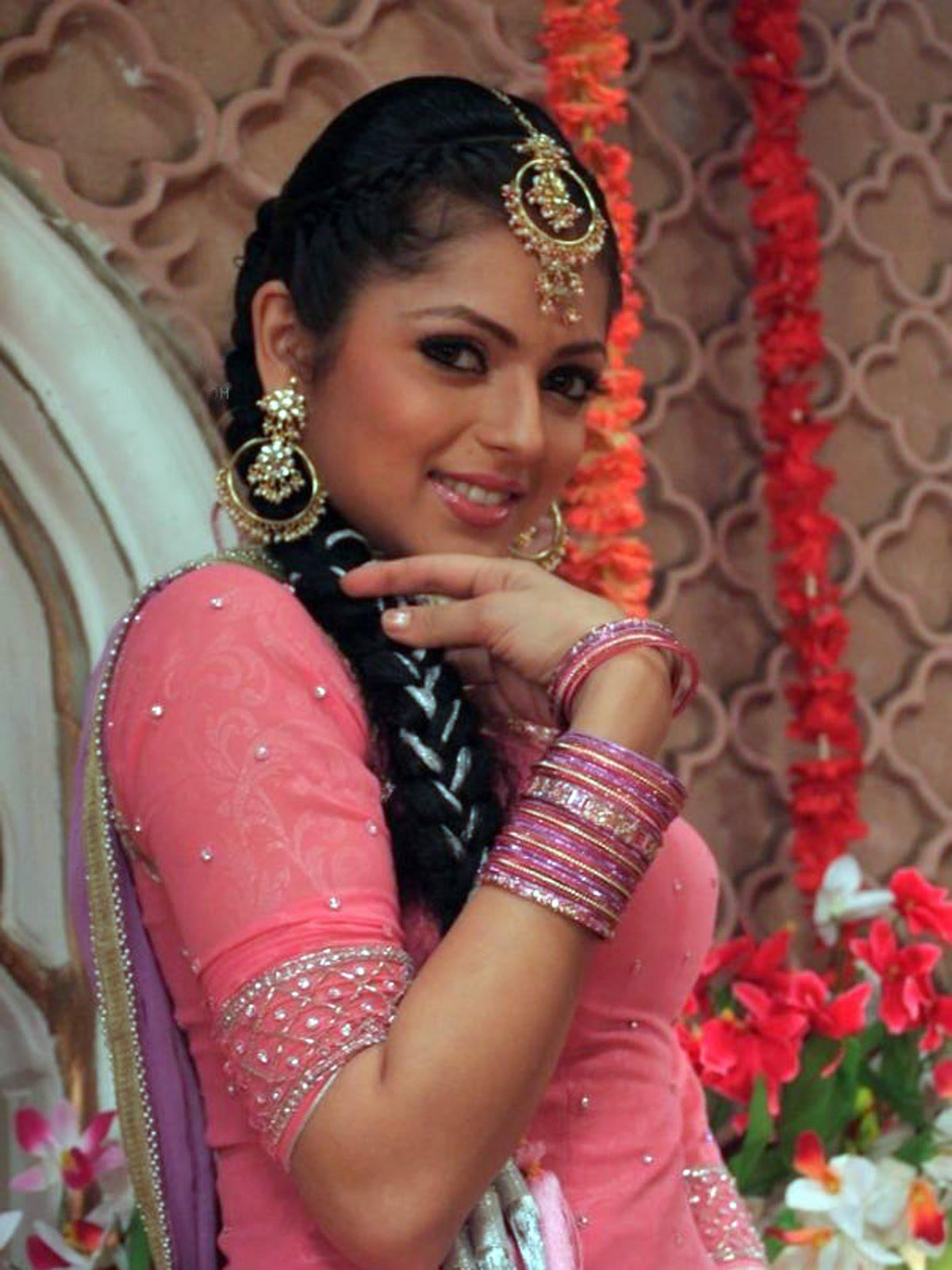 Drashti Dhami 2007