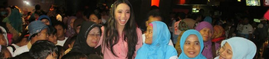 Pemeran Utama I'M Star - Natasha Dematra - berfoto bersama penggemar nonton bareng di Mall Of Indonesia Saat peringati hari Disabilitas sedunia.