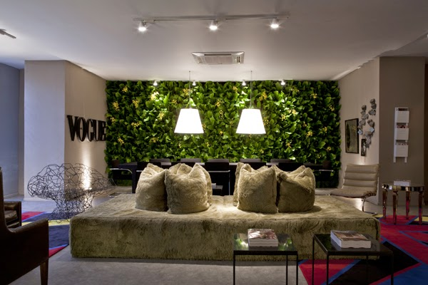 jardim vertical na sala : jardim vertical na sala: do tradicional espelho na sala de jantar, que tal um jardim vertical