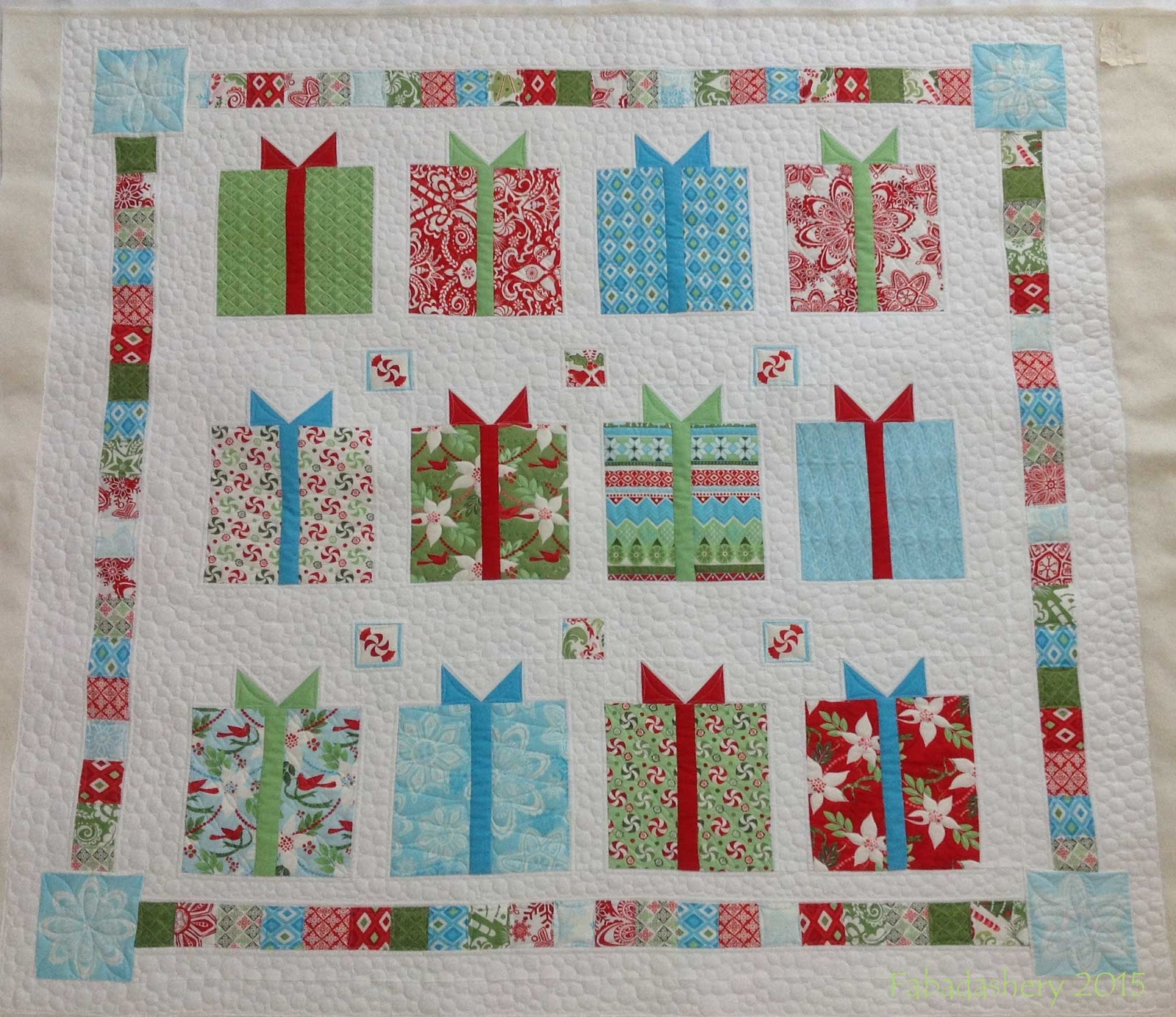 Fabadashery Longarm Quilting: Christmas is coming ..... Flurry Quilt ...