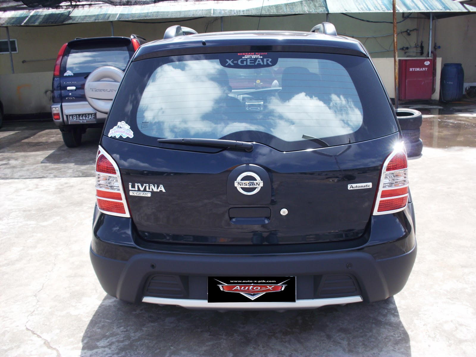 bursa mobil bekas pontianak livina x gear 2009 hitam metalic matic harga mobil rp. Black Bedroom Furniture Sets. Home Design Ideas