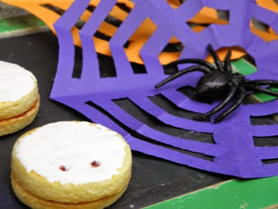Halloween spider web crafting!