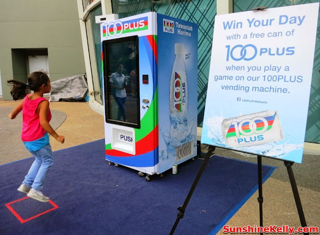 100PLUS Free The Can Game, 100PLUS Win The Day, Free 100PLUS, 100PLUS, interactive vending machine, 100PLUS game, mutiara damansara, free 100PLUS, free the can game, girl jump