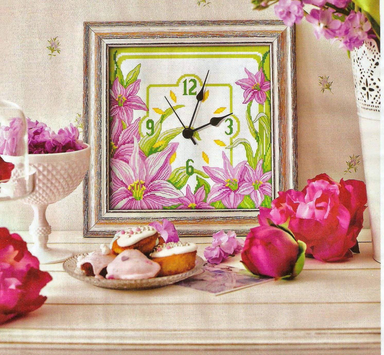 Schema orologio da cucina coi gigli a punto croce for Orologio punto croce schemi gratis