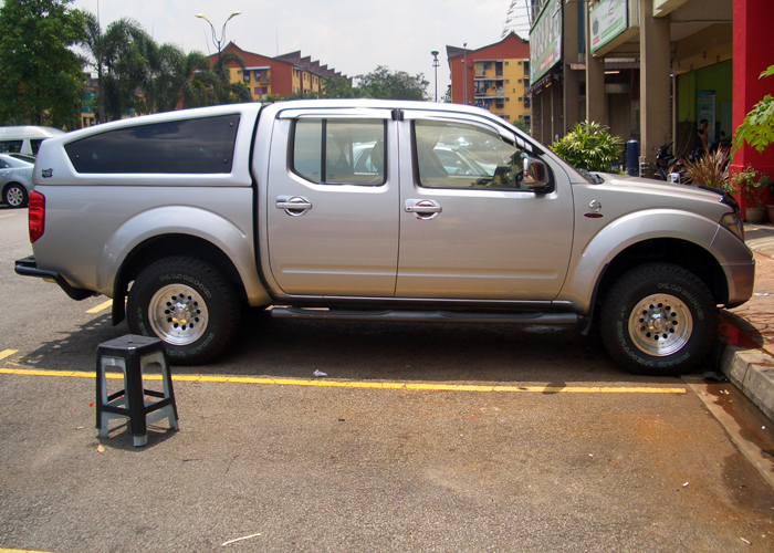 Top Up 4x4 Centre & Top Up 4x4 Centre: Nissan Navara