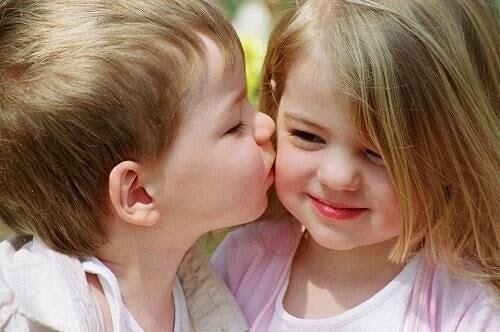 Gambar bayi-bayi romantis
