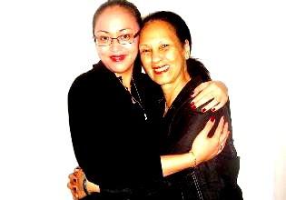 Kedekatan angelina sondakh (Angie) dengan Ibu Mertua