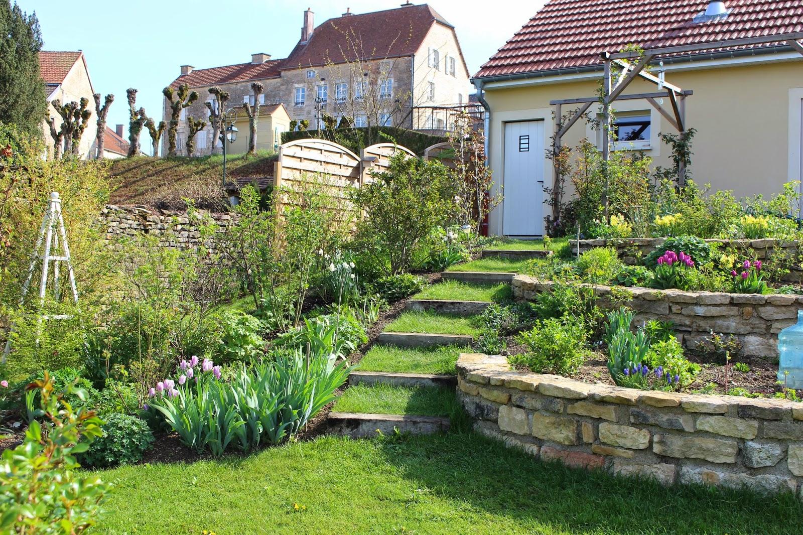 notre jardin secret le printemps s 39 installe. Black Bedroom Furniture Sets. Home Design Ideas