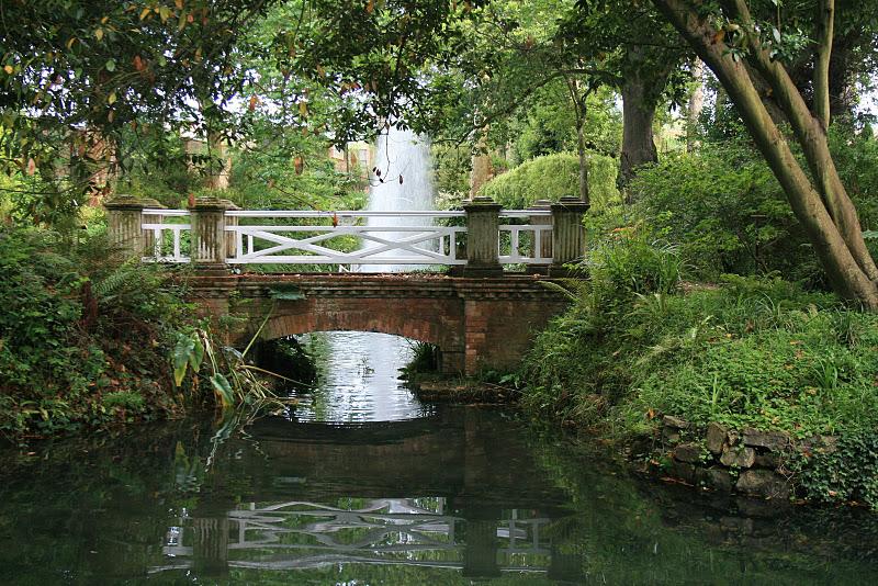 El bosque de trimbolera los puentes m gicos for El jardin botanico gijon