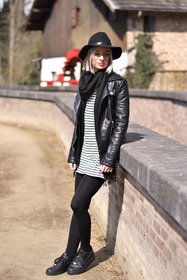 Felt hat h&m, striped dress, trends spring summer, nike air force 1 black
