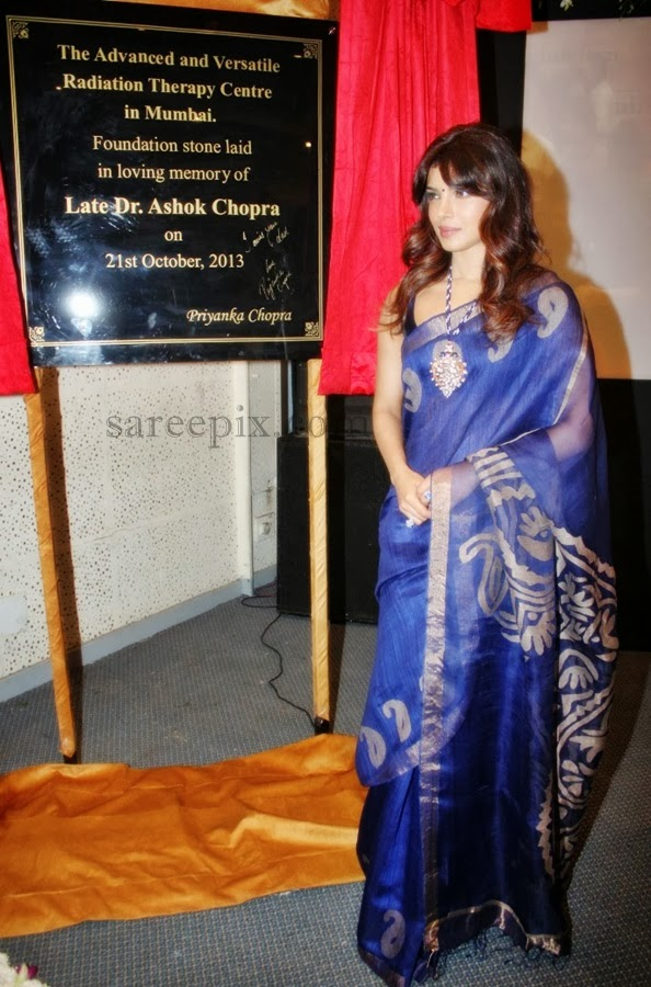 Priyanka-chopra-sleeveless-saree-Cancer-wad-inauguration-Nanavati-hospital