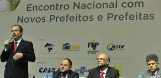 MINISTRO Mercadante diz que 10% do PIB para a educação deve vir do pré-sal