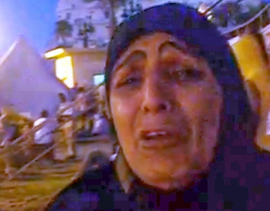 بكاء أم أحمد عبد اللطيف شهيد جمعة الغضب بالإسكندرية