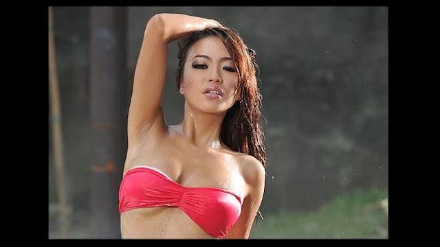Nadine Si Model Popular Seksi Hot