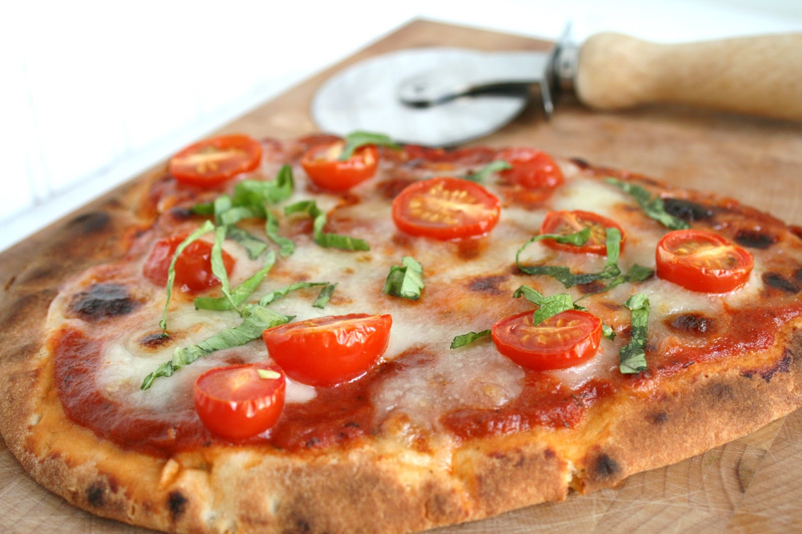 I Thee Cook: Garlic Naan Pizza With Roasted Tomato Sauce