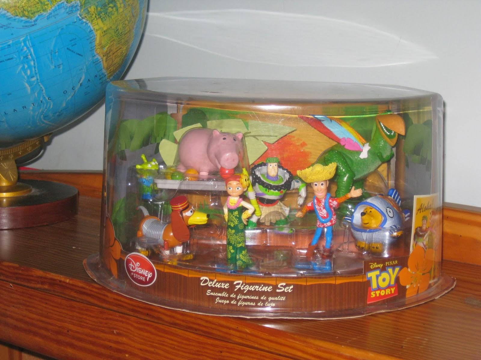 Disney Store Toys : Dan the pixar fan hawaiian vacation disney store figure set