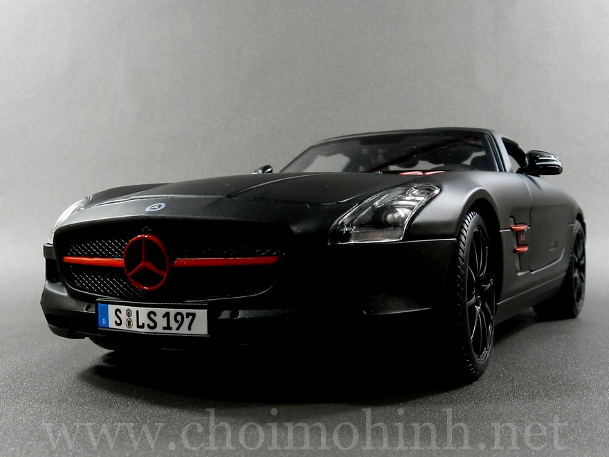 Mercedes-Benz SLS AMG Matt-Black 1:18 Maisto