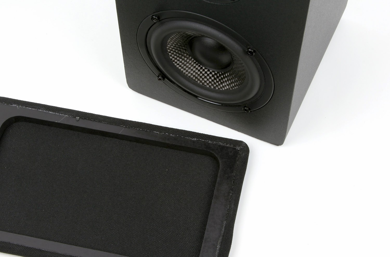 The Drivers Of MB42X Are Identical To Ones In MB42 Same 4 Carbon Fiber Cone Woofer And 075 Soft Dome Tweeter Mounted At Exact