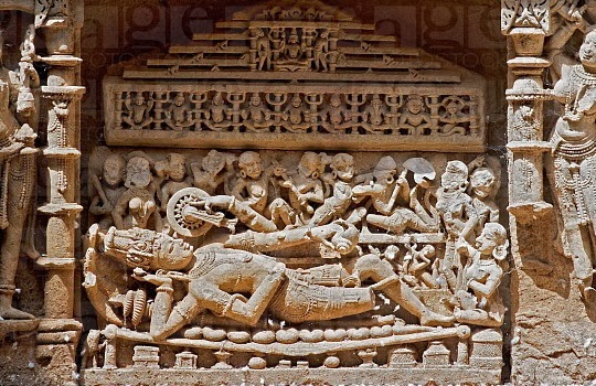 carving of rani ki vav