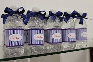 Água personalizada azul com lacinho