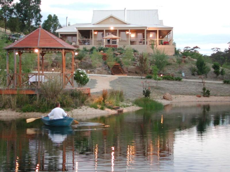 ozehols blue cliffs retreat hepburn springs holiday. Black Bedroom Furniture Sets. Home Design Ideas