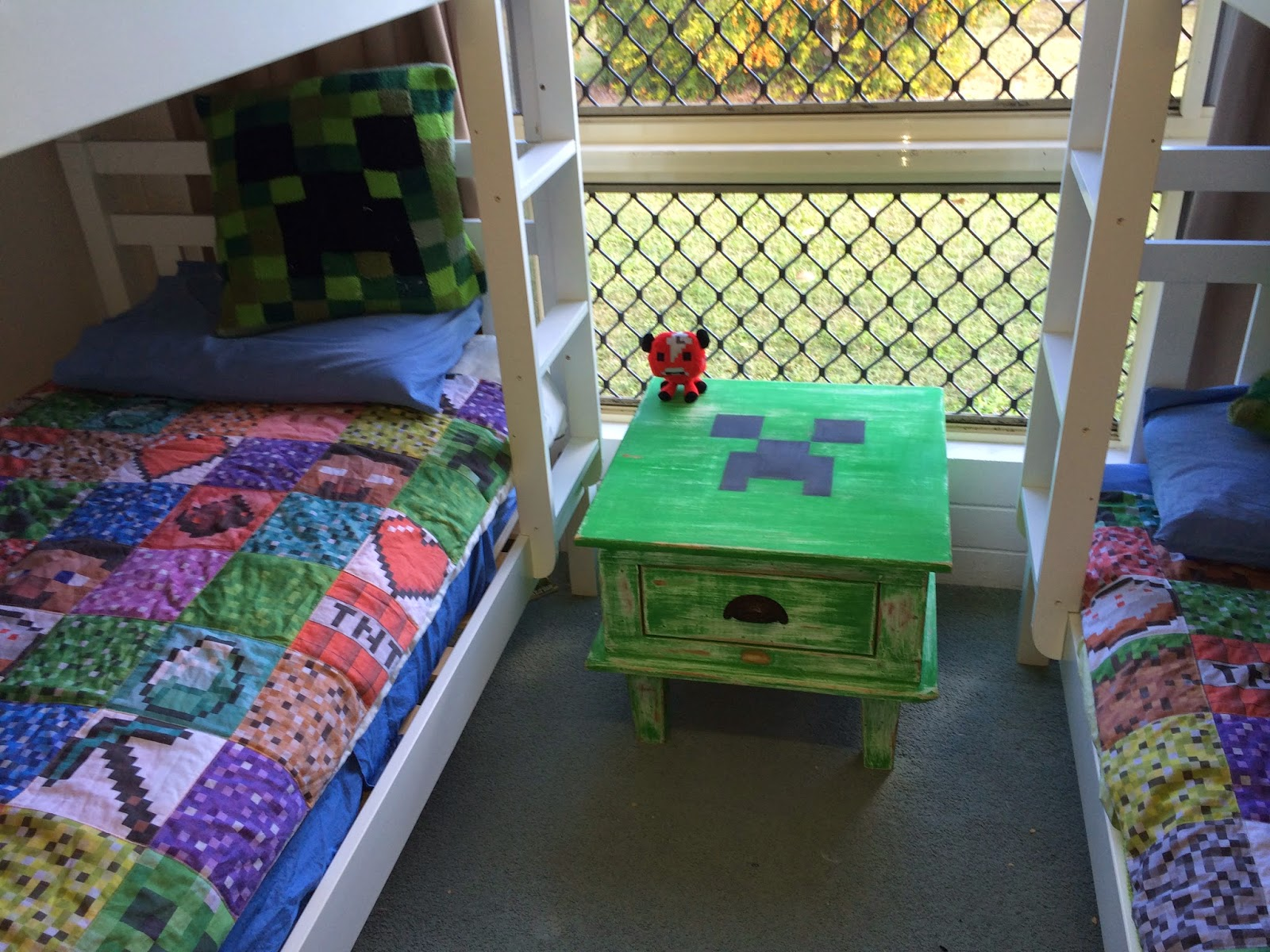 find me outthe shed: minecraft coffee table