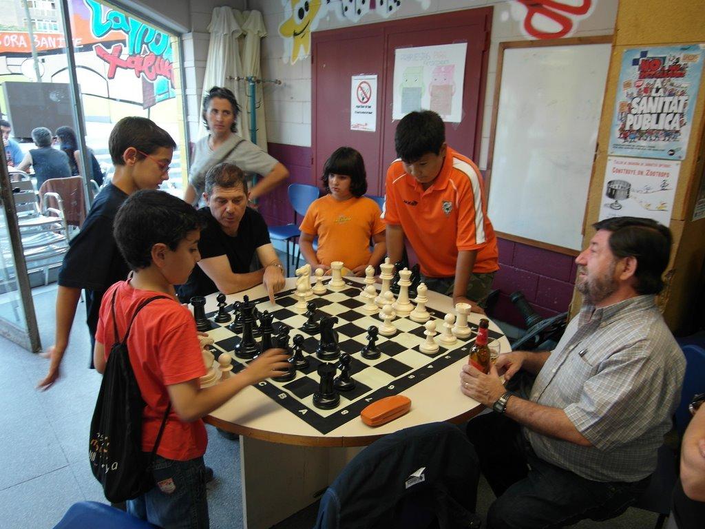 La retina del sabio ajedrez de jard n y los ni os for Ajedrea de jardin