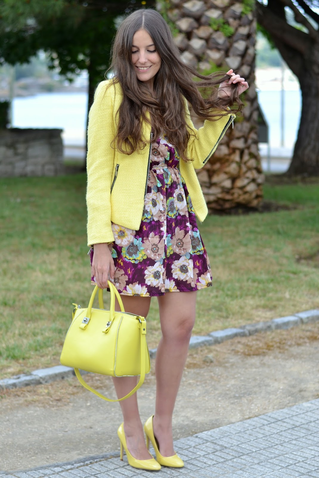 outftis yellow bag, heels