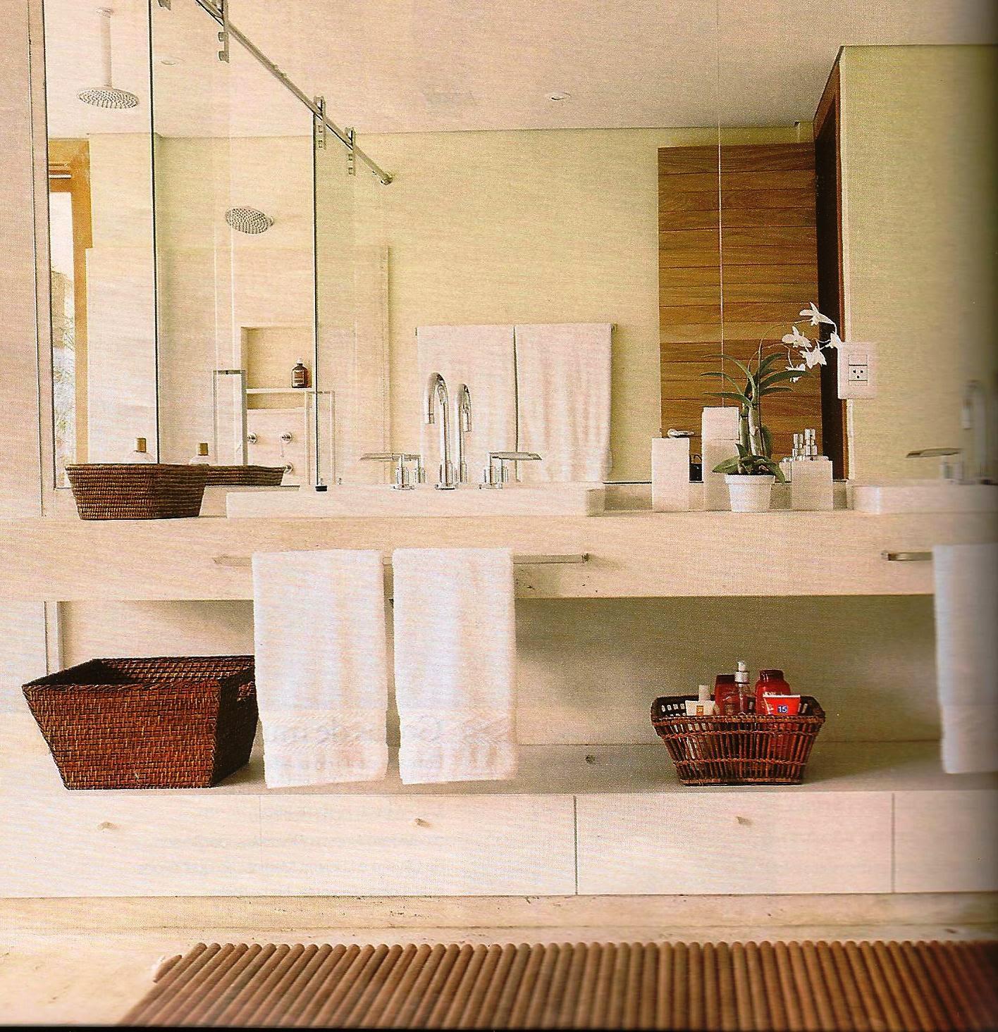 Imagens de #BA2111 Todo branquinho e com toques de marrom imitando a madeira! 1416x1465 px 3604 Banheiros Super Simples