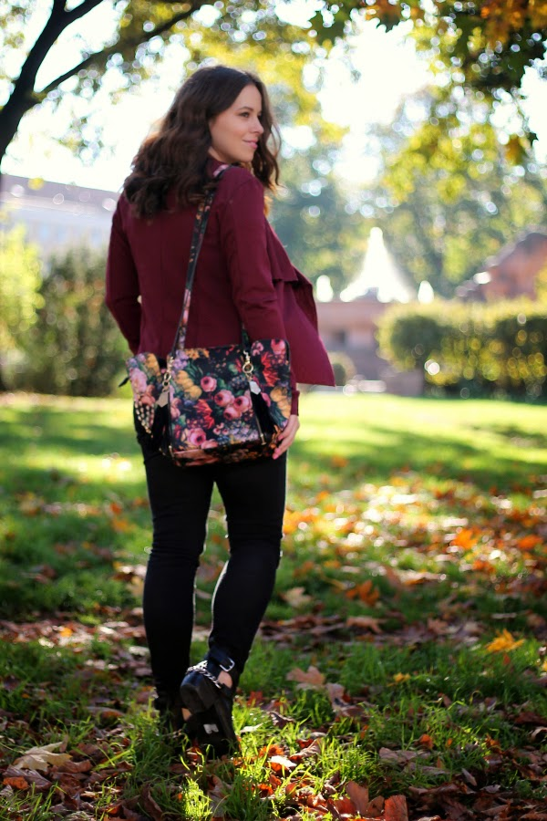 fashion blogger, basics, iheartblack, fashion staples, fall, timeless, outfit, burgundy, florals, berlin, black skinnies, lookbookstore, WalGLondon, review, black, grey, timeless, berlin