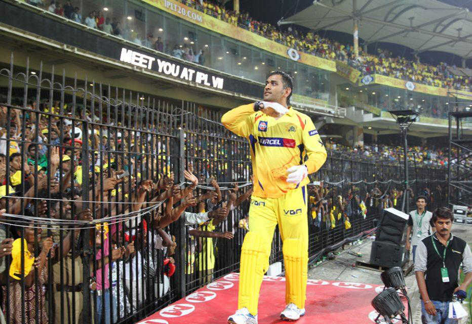 MS-Dhoni-lap-of-honour-CSK-vs-DD-IPL-2013