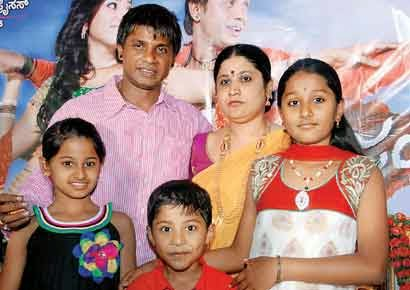 Duniya Vijay With Family