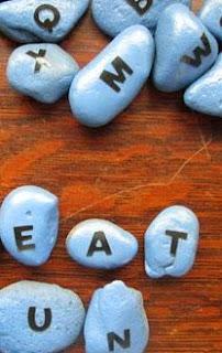 http://manualidadesreciclables.com/15986/simpatico-abecedario-con-piedras