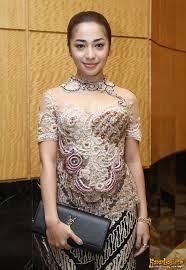 Baju Kebaya Batik Klasik Nikita Willy Pernikahan Glenn dan Olivia