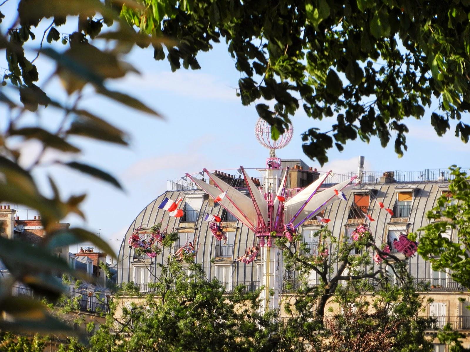 jardin tuileries carousel