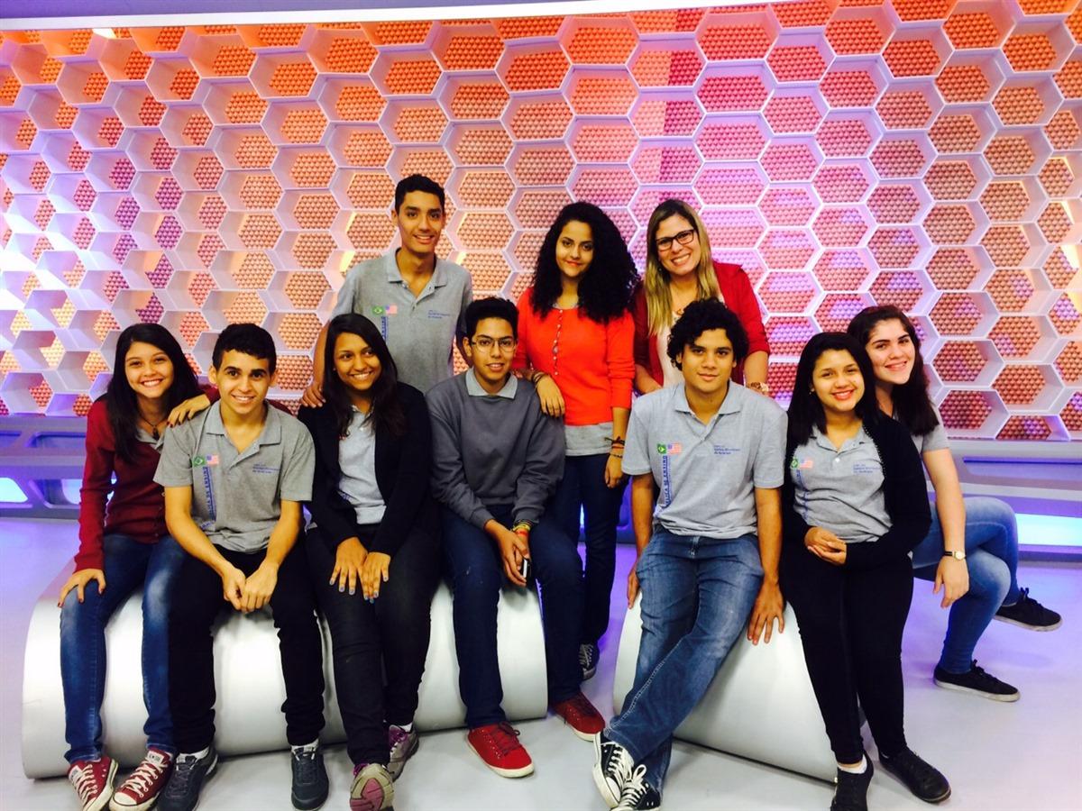 Equipe Intercultural News visita a sede de jornalismo da emissora Rede Globo para aprender mais sobre o processo