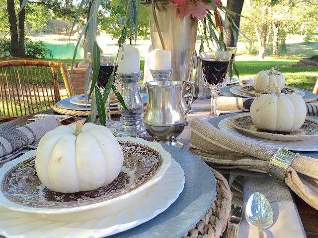 Thanksgiving Table Settings + Free Printables