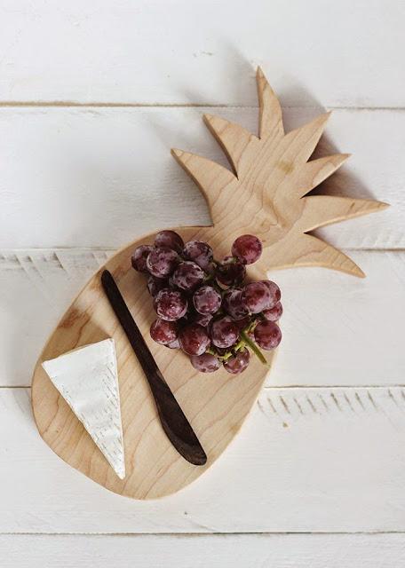 tendencia-decoracao-ananas-tabua-cortar-madeira